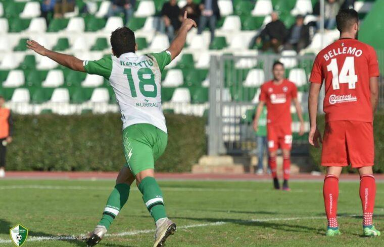 Danilo Ruzzittu in un'esultanza con la maglia dell Arzachena