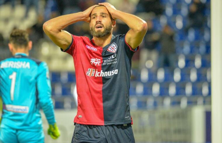 Leonardo Pavoletti con la maglia del Cagliari