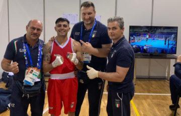 Manuel Cappai festeggia con lo staff della Nazionale a Minsk 2019