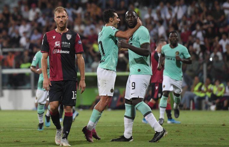 Lukaku esulta dopo l' 1-2 in Cagliari-Inter