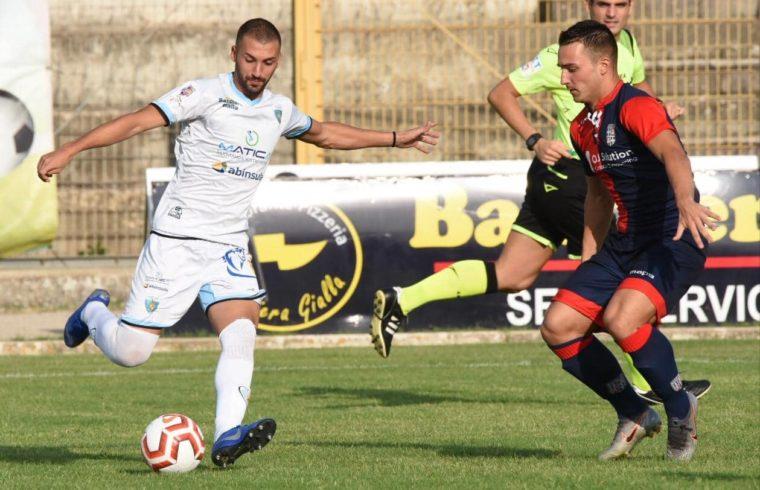 Paolo Palmas in azione contro la Torres | foto Alessandro Sanna