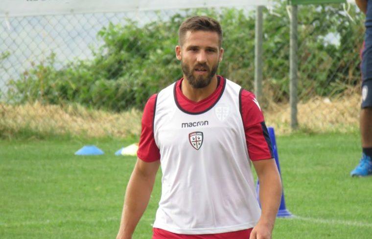 Pavoletti in allenamento con il Cagliari