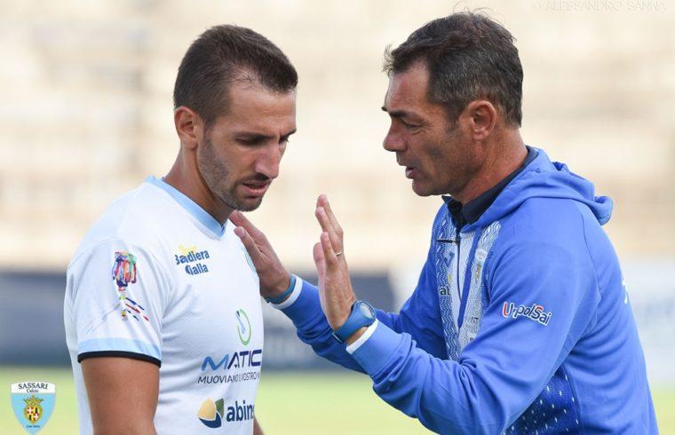 Il veterano Daniele Bianchi col mister Stefano Udassi | Foto di Alessandro Sanna