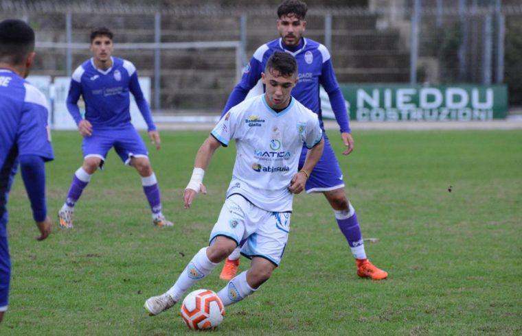 Nino Pinna in azione con la maglia del Latte Dolce