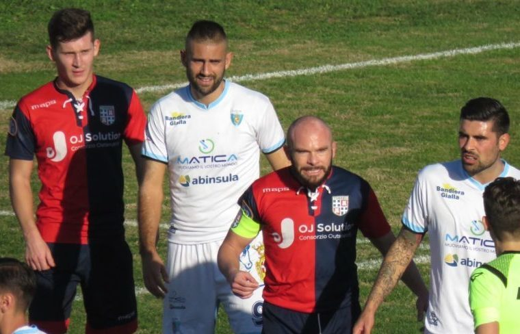 Una fase del derby tra Torres e Latte Dolce