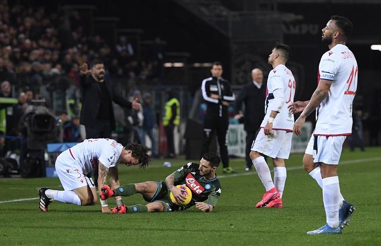Una scena della partita tra Cagliari e Napoli