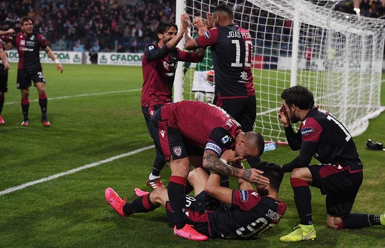 Esultanza del Cagliari dopo un gol