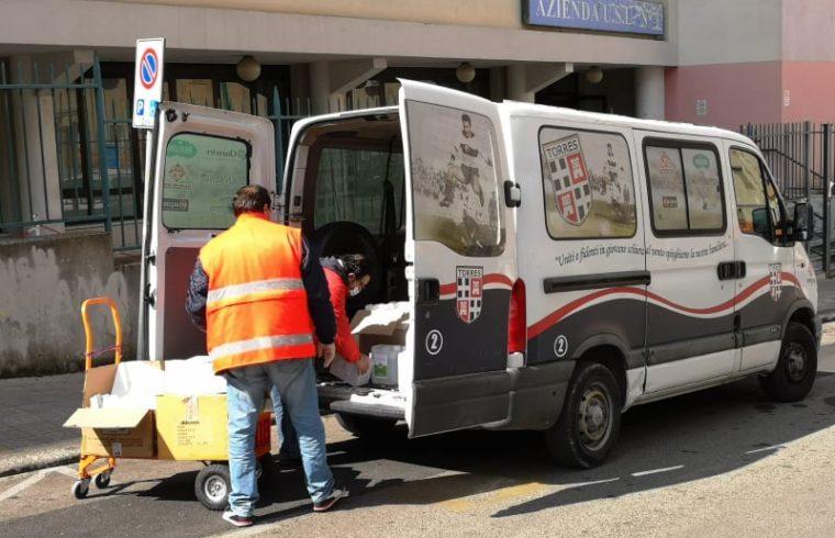 La consegna dei disinfettanti da parte della Torres
