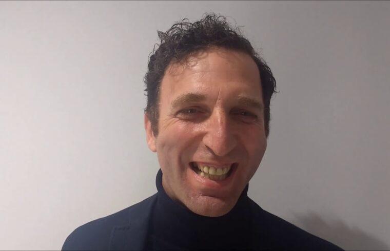 primo piano dell'ex calciatore Theofilos Karasavvidis