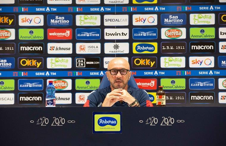 Walter Zenga in conferenza stampa (foto Cagliari Calcio)