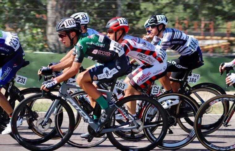 Gabriele Porta in corsa con la maglia della Delio Gallina Colosio
