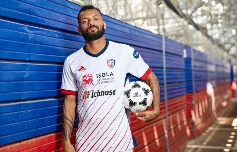 Joao Pedro con la nuova maglia del Cagliari Calcio
