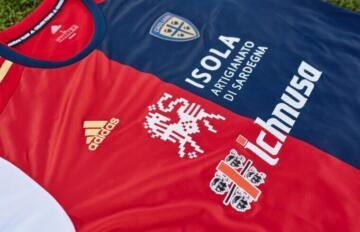 Un particolare della maglia del Cagliari dell'Adidas