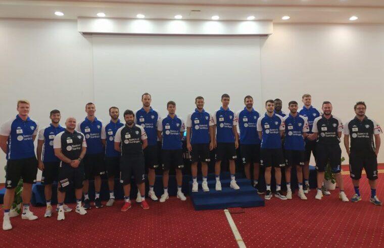 Foto di gruppo per la nuova DInamo Sassari