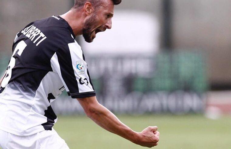 Stefano Guberti con la maglia del Siena