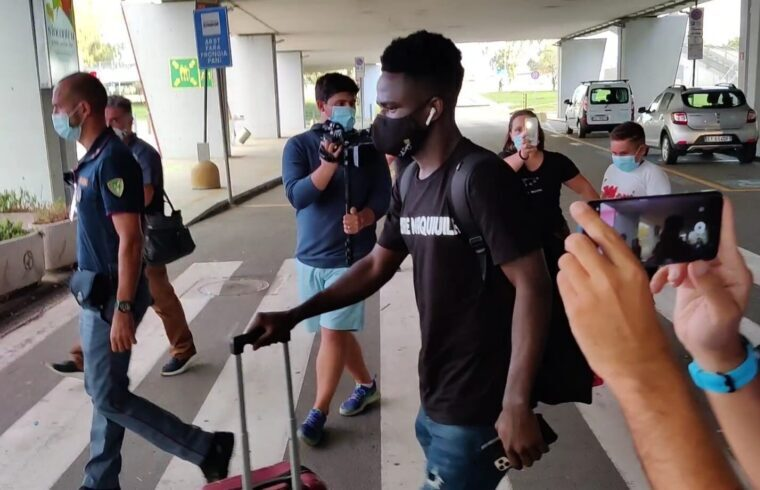 Zito Luvumbo all arrivo di Elmas