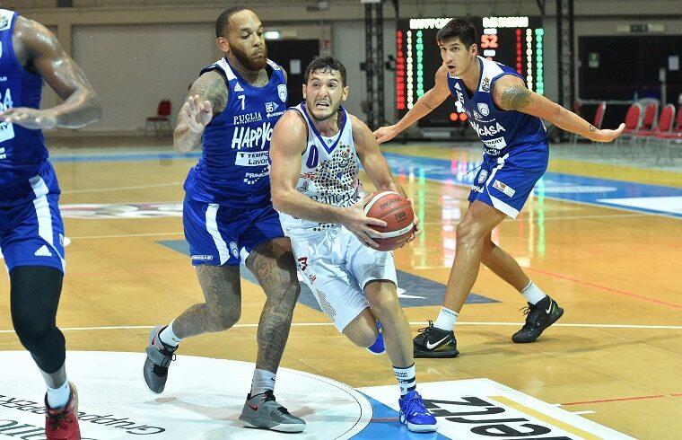 Non è bastata la grinta di Marco Spissu alla Dinamo Sassari | Foto Luigi Canu