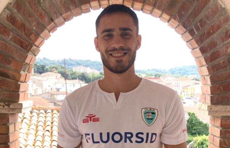 Luca Gagliano con la nuova maglia dell Olbia