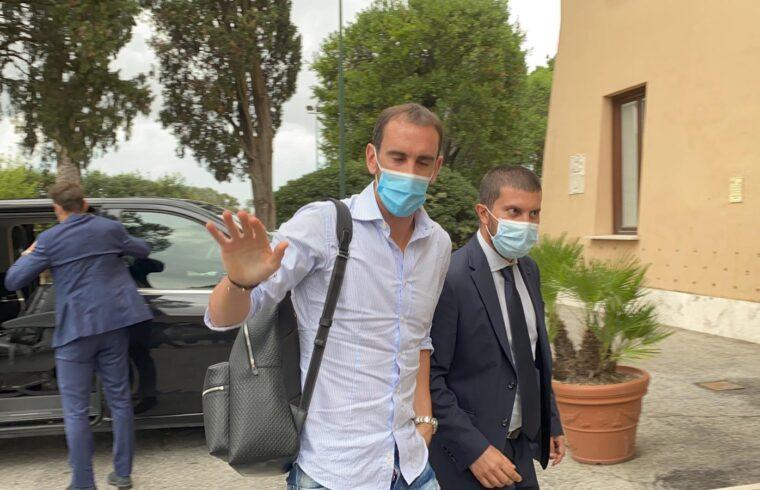 Diego Godin all'arrivo a Villa Stuart