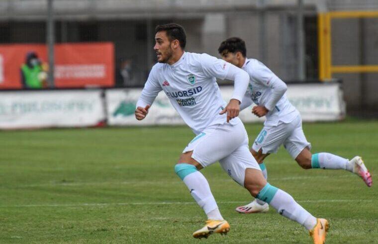 Luca Gagliano, ha sfiorato il gol nel finale con la Pro Patria   Foto Sandro Giordano