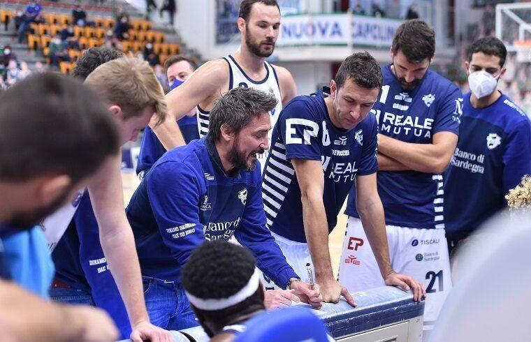 Gianmarco Pozzecco durante un timeout | Foto Luigi Canu