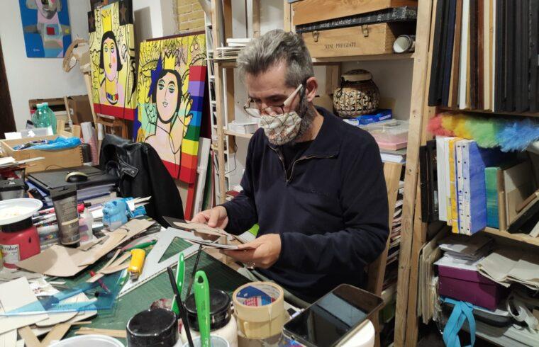 Ibba a lavoro nel suo atelier