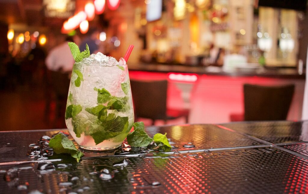 menta in un cocktail mojito
