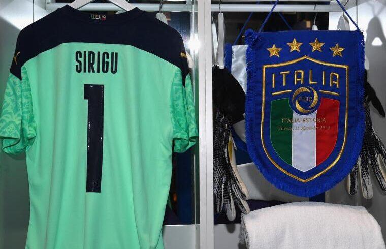 Maglia, fascia e gagliardetto per Salvatore Sirigu | Foto Nazionale Italiana