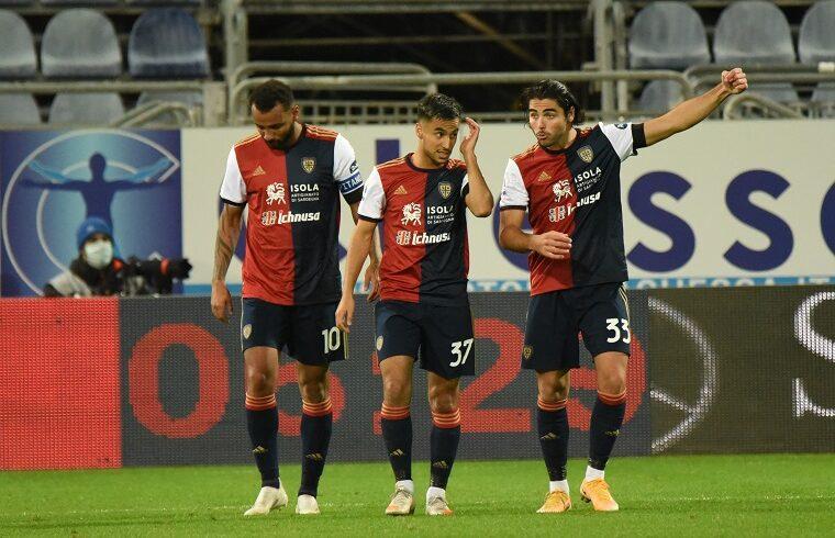 Joao Pedro, Ounas e Sottil dopo un gol | Foto Alessandro Sanna