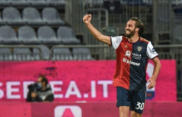 Leonardo Pavoletti esulta dopo il gol allo Spezia | Foto Alessandro Sanna