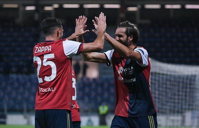 Pavoletti e Zappa esultano dopo il gol allo Spezia | Foto Alessandro Sanna