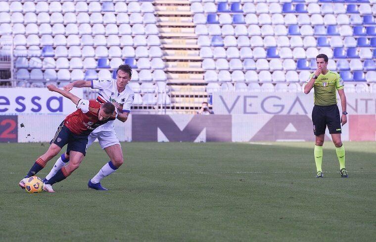 Marko Rog contro Ekdal in Cagliari-Samp | Foto Emanuele Perrone