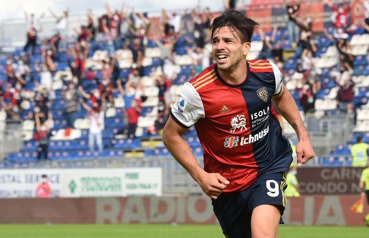 Giovanni Simeone esulta dopo il gol al Crotone | Foto Alessandro Sanna