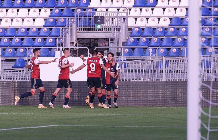 Il Cagliari esulta dopo un gol | Foto Emanuele Perrone
