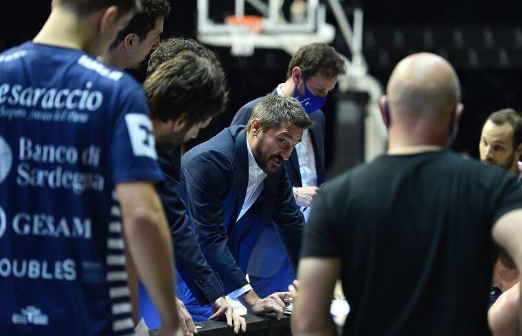 Gianmarco Pozzecco durante un timeout a Reggio Emilia | Foto Luigi Canu
