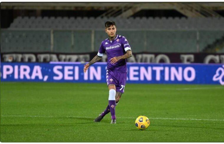 Erick Pulgar con la maglia della Fiorentina