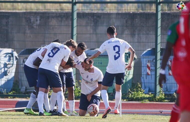 Il Carbonia esulta dopo un gol | Foto Fabio Murru