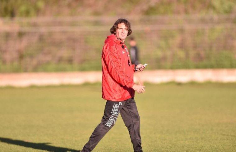 Luigi Lavecchia sul campo di allenamento | Foto Olbia Calcio