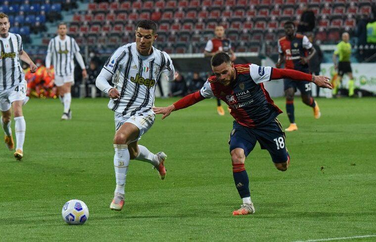Nahitan Nandez insegue Ronaldo | Foto Alessandro Sanna