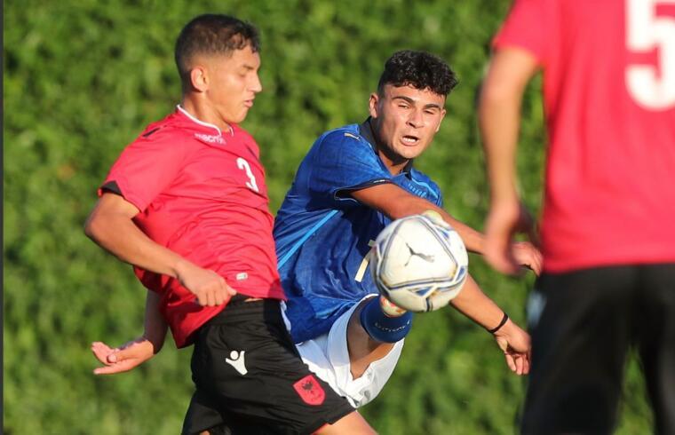 Michele Masala in azione contro l'Albania U18 | Foto Figc.it