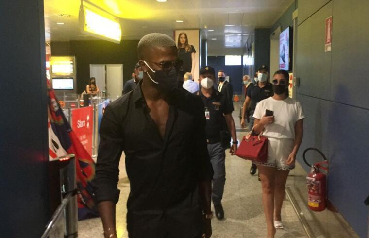 L'arrivo di Keita Baldé all'aeroporto di Elmas   Foto Centotrentuno